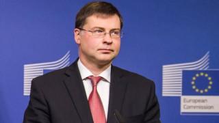 Ντομπρόβσκις: Συνεχής και άγρυπνη η δέσμευση της Επιτροπής για τη στήριξη του ελληνικού λαού
