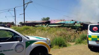 Νότια Αφρική: Τουλάχιστον 14 νεκροί από σύγκρουση τρένου με φορτηγό (pics)