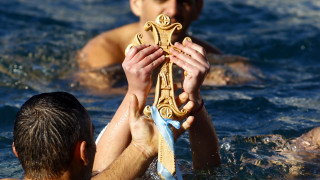 Θεοφάνεια: Με λαμπρότητα ο αγιασμός των υδάτων