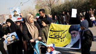 Ιράν: Για τέταρτη μέρες στους δρόμους οι υποστηρικτές της κυβέρνησης (pics)