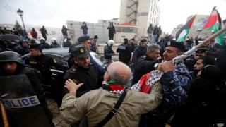 Παλαιστίνιοι διαδηλωτές επιτέθηκαν στο όχημα του Πατριάρχη Ιεροσολύμων Θεόφιλου Γ' (pics)