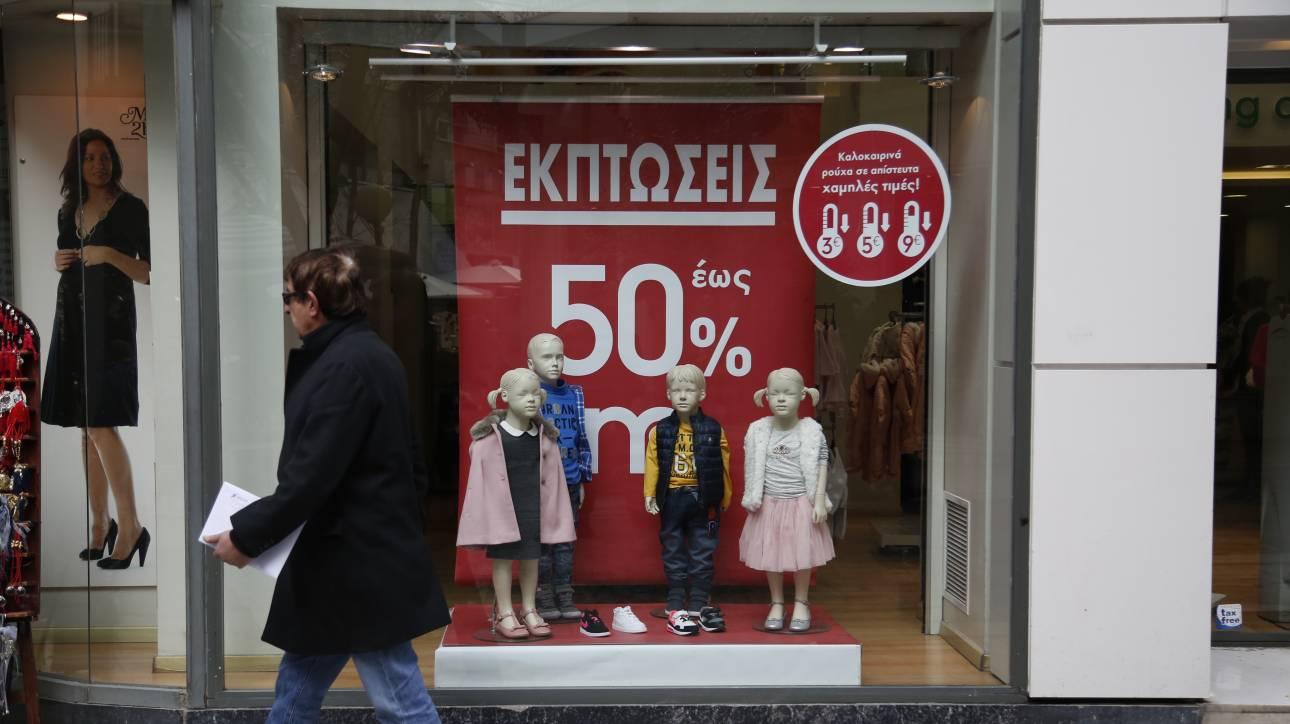 Χειμερινές εκπτώσεις: «Πρεμιέρα» τη Δευτέρα, ποια Κυριακή θα είναι ανοιχτά τα καταστήματα