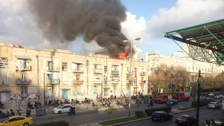 Υπό έλεγχο η φωτιά στα Προσφυγικά στη λεωφόρο Αλεξάνδρας