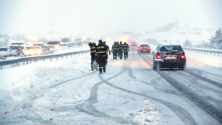 Ισπανία: Οδηγοί έμειναν επί ώρες εγκλωβισμένοι στα αυτοκίνητα λόγω χιονοθύελλας (pics&vids)