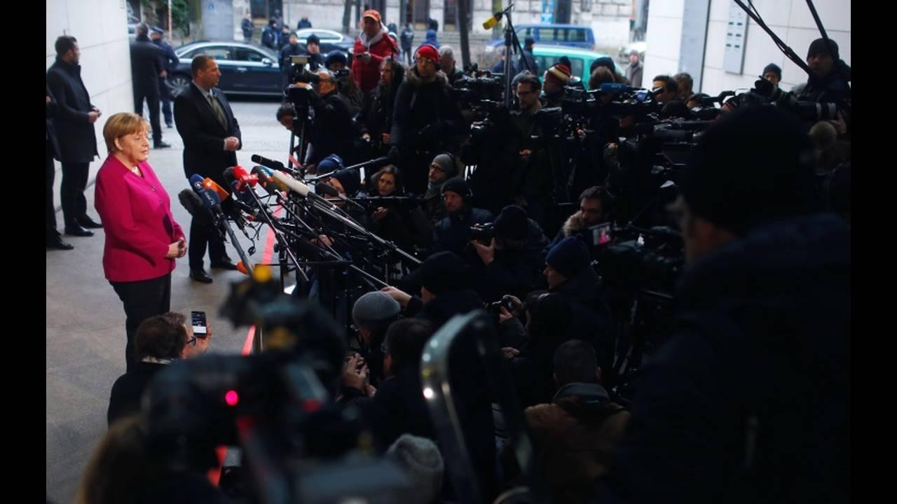 https://cdn.cnngreece.gr/media/news/2018/01/08/112637/photos/snapshot/2018-01-07T091153Z_1318760503_RC113FCE3BA0_RTRMADP_3_GERMANY-POLITICS.JPG