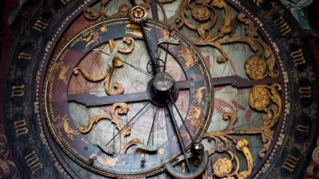Το αστρονομικό ρολόι της παλιάς Πράγας «σιωπά» για μισό χρόνο