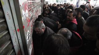 Εισβολή διαδηλωτών στο υπουργείο Εργασίας