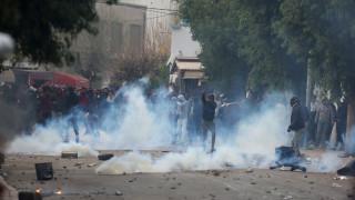 Τυνησία: Συλλήψεις και τραυματισμοί στις διαδηλώσεις κατά της λιτότητας (pics)