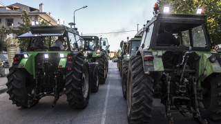 «Ζεσταίνουν» τα τρακτέρ οι αγρότες της Λάρισας