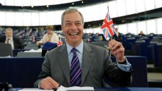 Δεύτερο δημοψήφισμα για το Brexit ζητά ο Φάρατζ