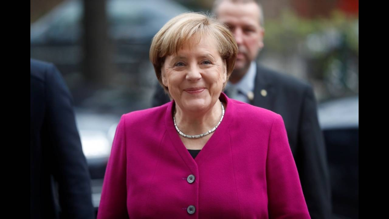 https://cdn.cnngreece.gr/media/news/2018/01/11/113069/photos/snapshot/2018-01-07T085742Z_1515712711_RC18FD2F7E80_RTRMADP_3_GERMANY-POLITICS.JPG