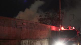 Σαλαμίνα: Νεκρή μια 57χρονη από έκρηξη και πυρκαγιά σε διώροφο κτίριο