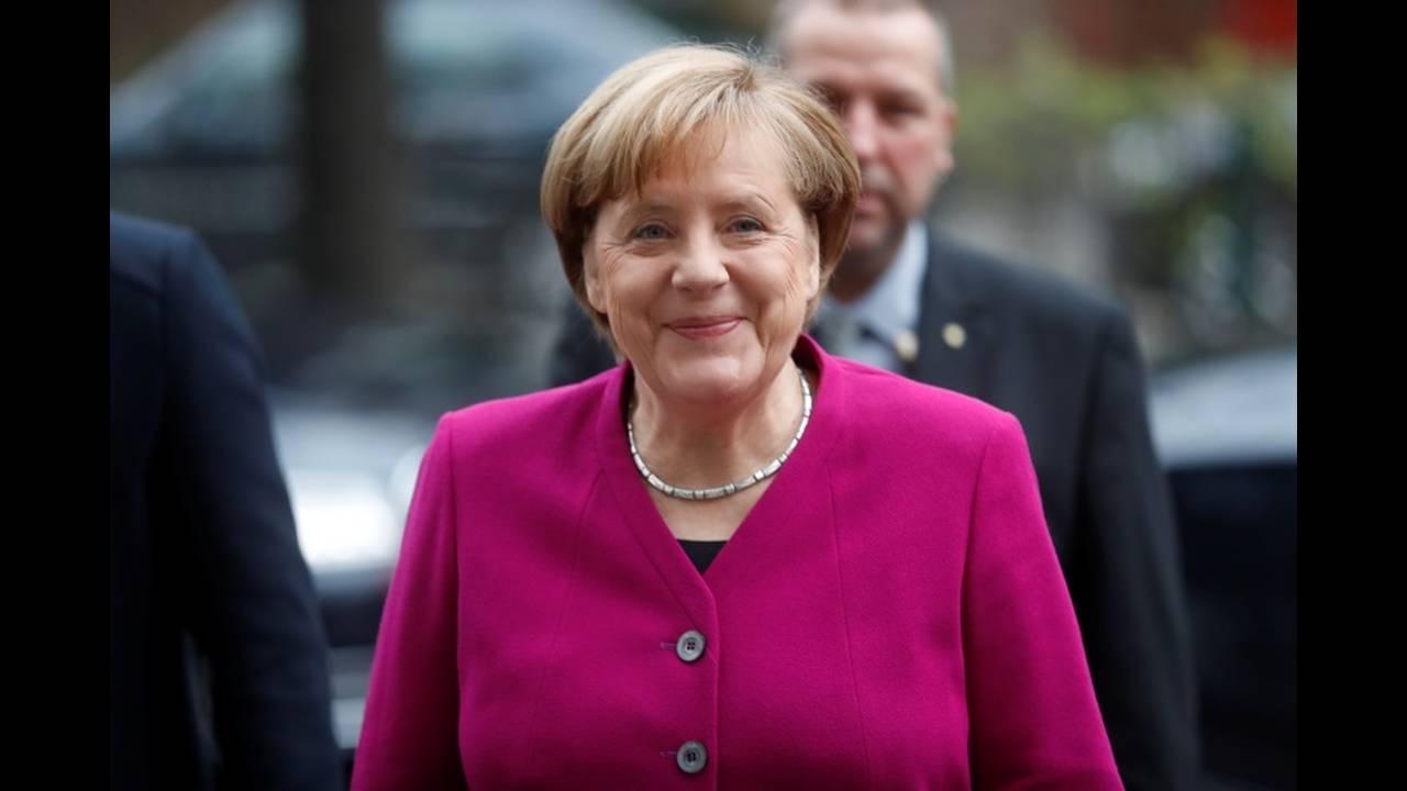 https://cdn.cnngreece.gr/media/news/2018/01/12/113175/photos/snapshot/2018-01-07T085742Z_1515712711_RC18FD2F7E80_RTRMADP_3_GERMANY-POLITICS.JPG