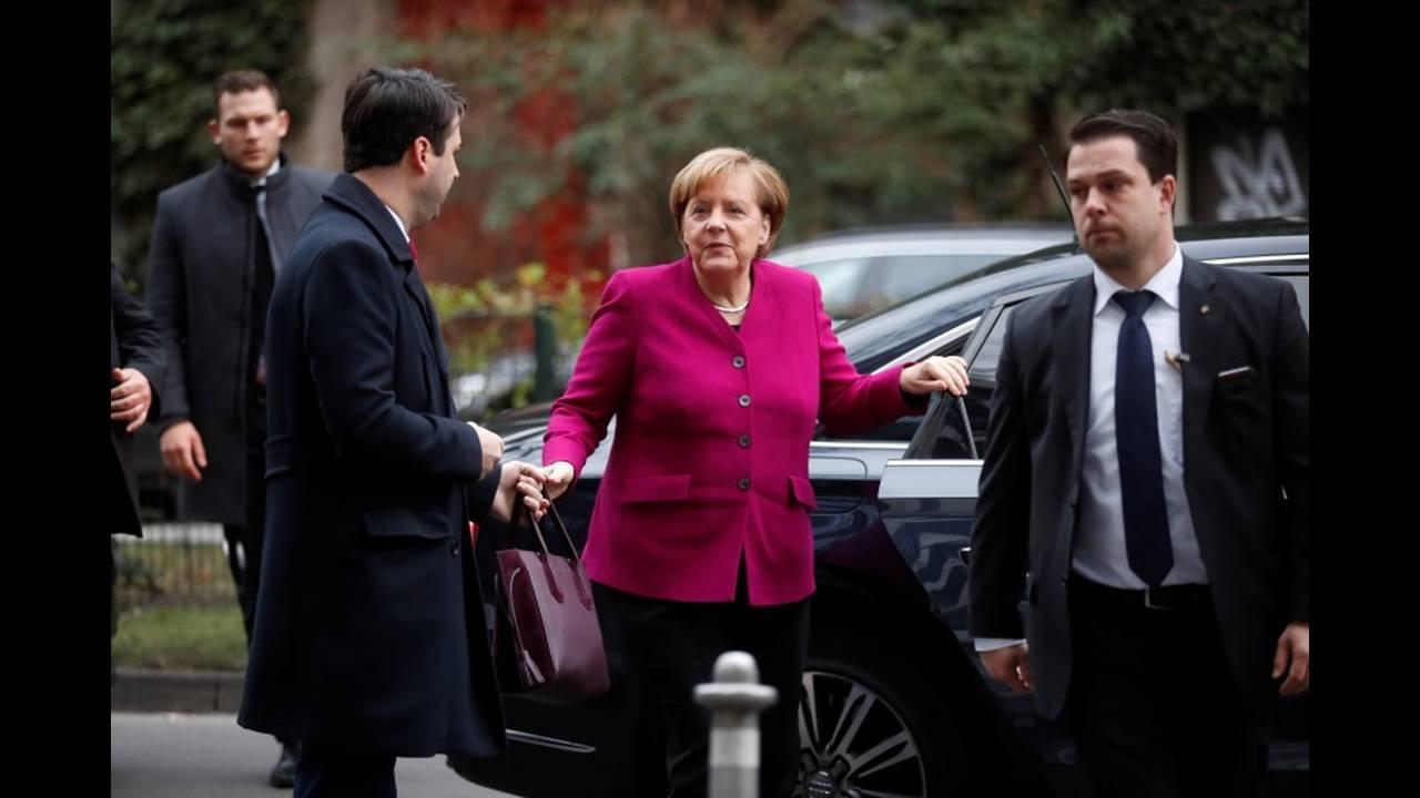 https://cdn.cnngreece.gr/media/news/2018/01/12/113181/photos/snapshot/2018-01-07T092318Z_538353514_RC1CEB2F3CE0_RTRMADP_3_GERMANY-POLITICS.JPG