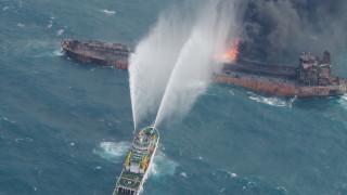 Κίνα: Συνεχίζονται οι εκρήξεις στο ιρανικό δεξαμενόπλοιο-Αγωνία για τη διάσωση των επιβαινόντων