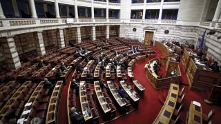 Κόντρες και υψηλοί τόνοι στη συζήτηση των προαπαιτούμενων στη Βουλή