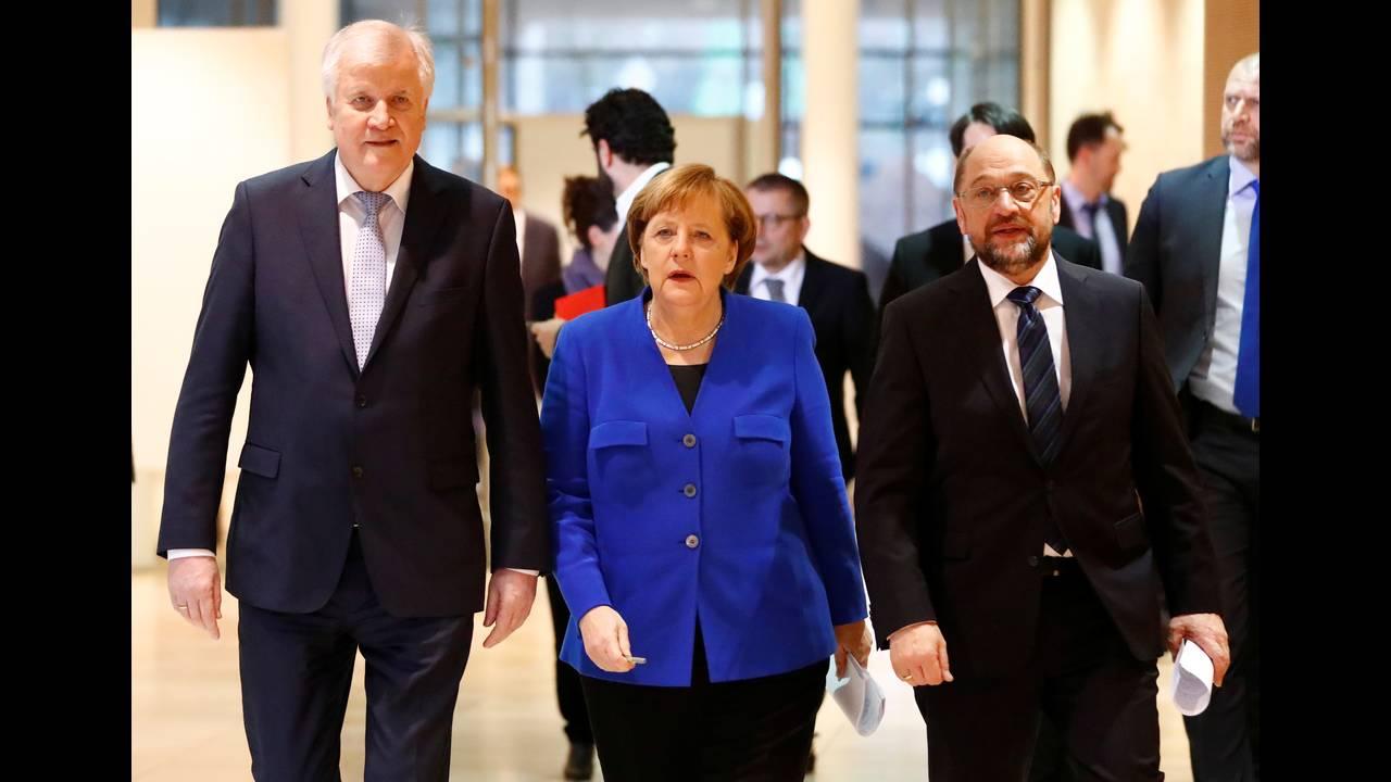https://cdn.cnngreece.gr/media/news/2018/01/13/113326/photos/snapshot/2018-01-12T095828Z_1612449059_RC1BB9A24800_RTRMADP_3_GERMANY-POLITICS.JPG