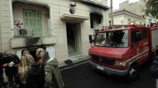 Τραγωδία στην Καλλιθέα: Διερευνώνται τα αίτια της πυρκαγιάς που στοίχισε τη ζωή σε δύο γυναίκες