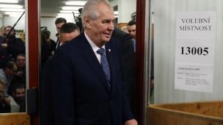 Τσεχία: Ο απερχόμενος πρόεδρος Ζέμαν κερδίζει τον πρώτο γύρο των προεδρικών εκλογών