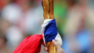 Πολιτιστικός θησαυρός η γαλλική μπαγκέτα σύμφωνα με τον Εμανουέλ Μακρόν
