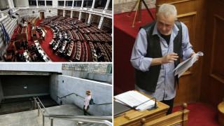 Ψηφίζεται το πολυνομοσχέδιο με φόντο την παραίτηση Ζουράρι και απεργιακές κινητοποιήσεις