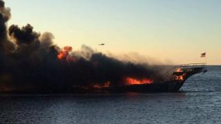 Φλόριντα: Πλοίο με 50 επιβαίνοντες τυλίχθηκε στις φλόγες (pic&vid)