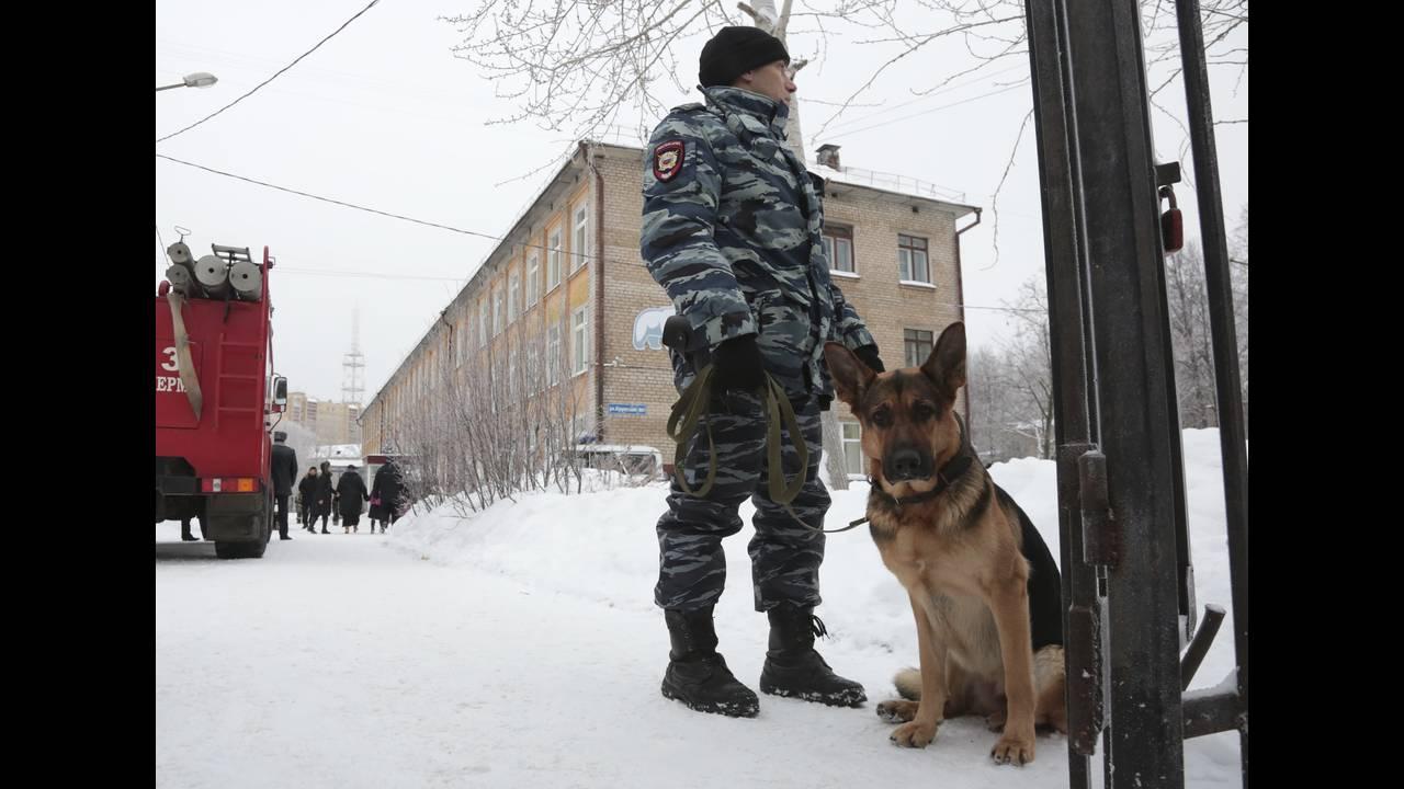 https://cdn.cnngreece.gr/media/news/2018/01/15/113531/photos/snapshot/2018-01-15T072114Z_197146589_UP1EE1F0KFEYH_RTRMADP_3_RUSSIA-ATTACK-SCHOOL.JPG