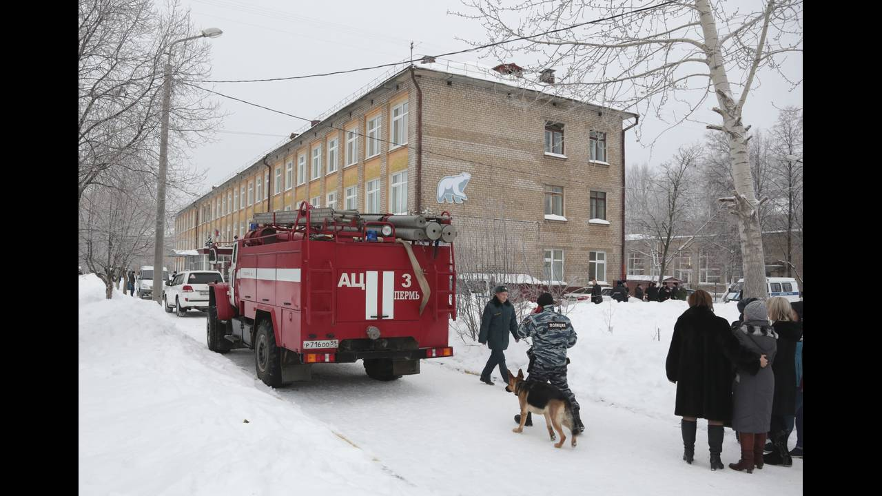 https://cdn.cnngreece.gr/media/news/2018/01/15/113531/photos/snapshot/2018-01-15T072340Z_1089072789_UP1EE1F0KJGYJ_RTRMADP_3_RUSSIA-ATTACK-SCHOOL.JPG