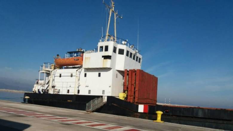 Σε αποθήκη του στρατού θα μεταφερθούν οι 410 τόνοι εκρηκτικών του πλοίου «Andromeda» (pics)