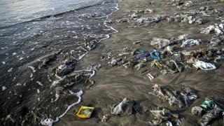 Κομισιόν: Νέα στρατηγική για τη μείωση των πλαστικών στην Ευρώπη