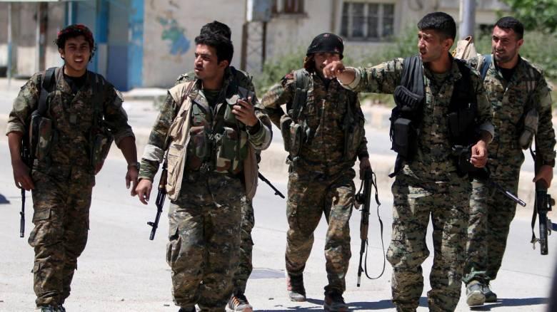 Οι σύροι κούρδοι διαβεβαιώνουν ότι θα υπερασπιστούν τα εδάφη τους εναντίον της τουρκικής «μάστιγας»