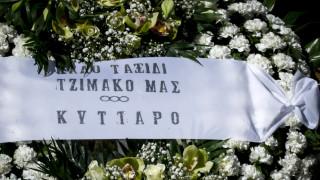 Πλήθος κόσμου στην κηδεία του Τζίμη Πανούση (pics)