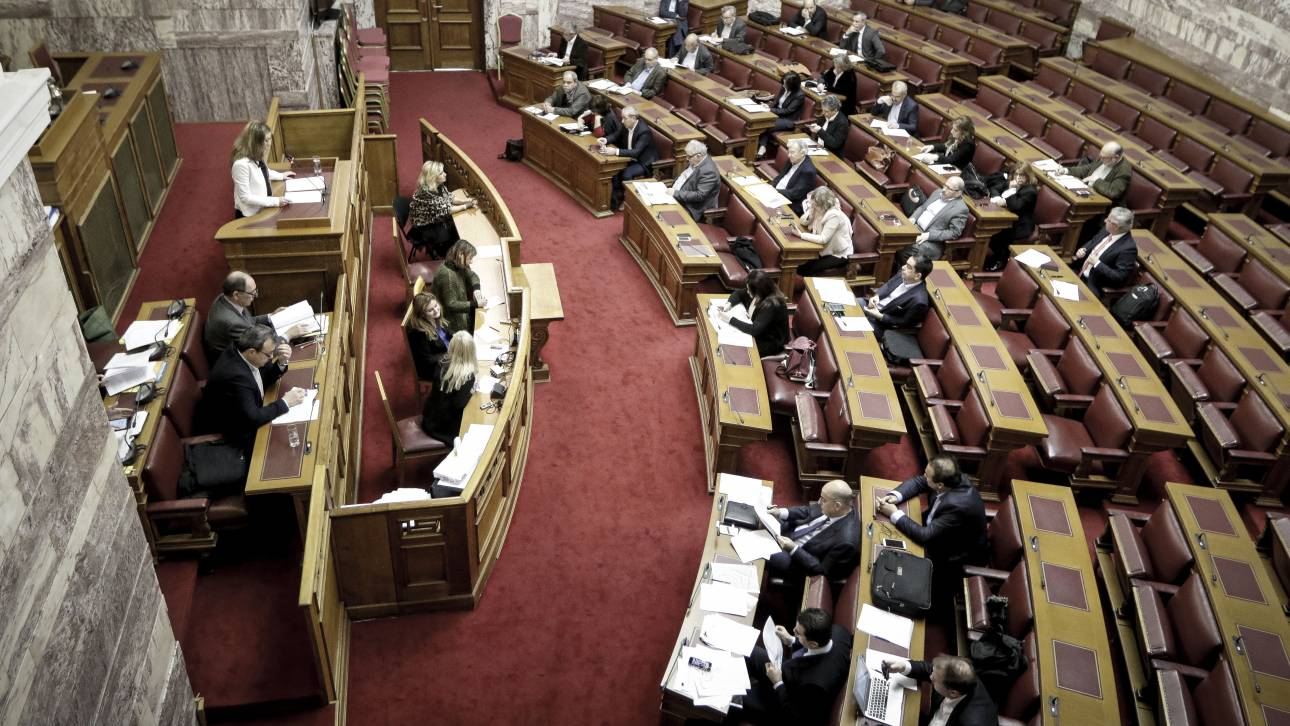 Κόντρα στη Βουλή με αφορμή τη στάση ΑΝΕΛ και Καμμένου στο Σκοπιανό