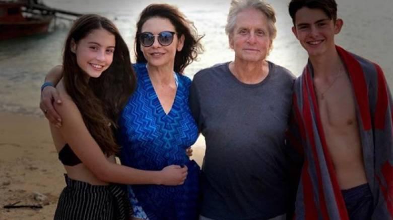 Ήταν ενοχλητικό: η Κάθριν Ζέτα Τζόουνς απασφαλίζει για τον Μάικλ Ντάγκλας