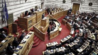 Κόντρα κυβέρνησης - ΝΔ για την καταψήφιση του άρθρου για τις αποζημιώσεις των εργαζόμενων