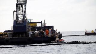 Πειραιάς: Δύο ρυμουλκά έδεσαν με ασφάλεια το πλοίο που έπλεε ακυβέρνητο