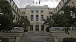 Κουκουλοφόροι βγήκαν ξανά από το κτίριο της ΑΣΟΕΕ και τα έκαναν γυαλιά-καρφιά στο κέντρο της Αθήνας