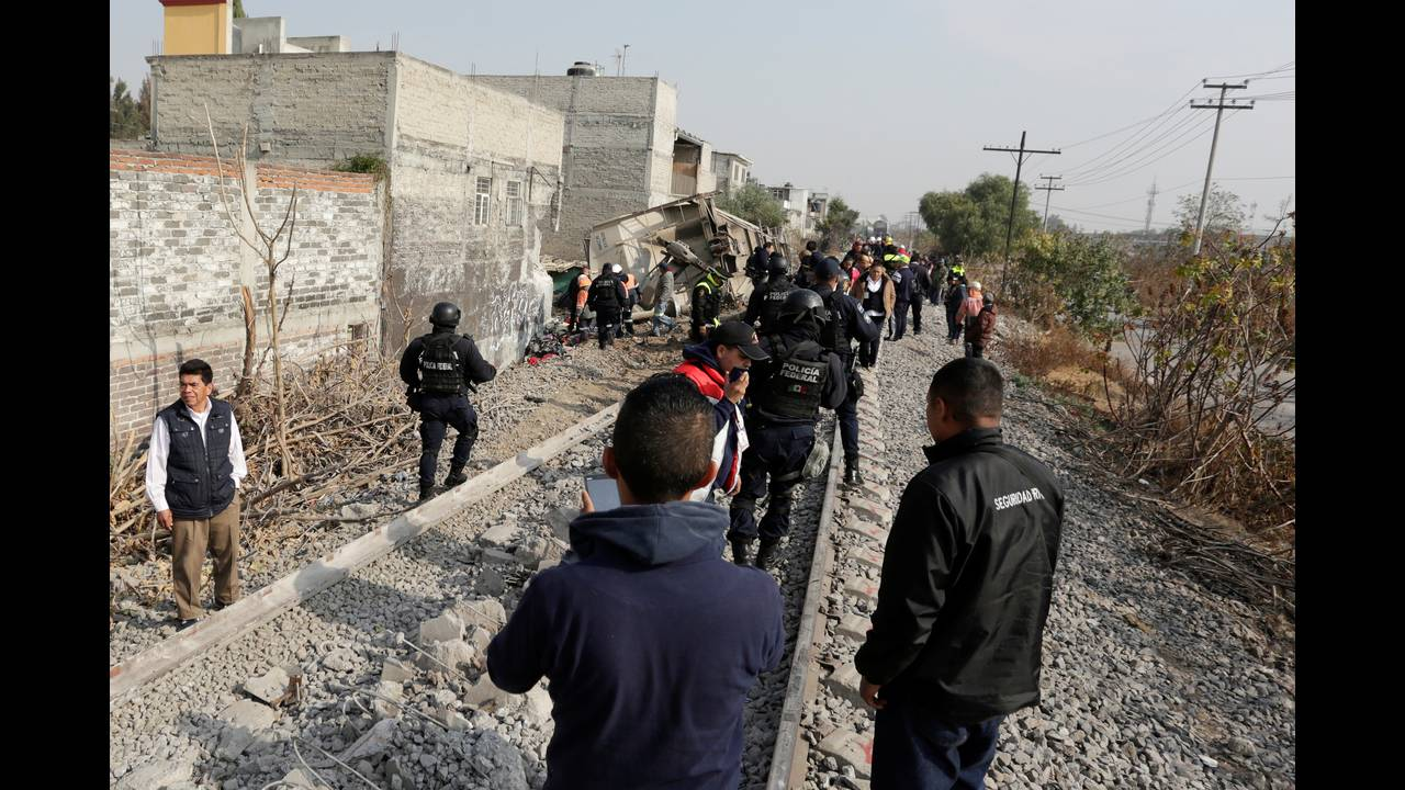 https://cdn.cnngreece.gr/media/news/2018/01/18/114029/photos/snapshot/2018-01-18T165033Z_820192889_RC1B230A2400_RTRMADP_3_MEXICO-ACCIDENT.JPG