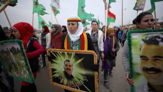 Χιλιάδες Κούρδοι διαδηλώνουν κατά της Άγκυρας και των απειλών για επέμβαση στη Συρία