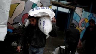 Οι ΗΠΑ βάζουν «φρένο» στη χορήγηση επισιτιστικής βοήθειας στους Παλαιστίνιους
