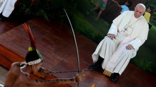 Περού: Ο πάπας Φραγκίσκος συναντήθηκε με ιθαγενείς και κατήγγειλε τη σεξουαλική δουλεία (pics)