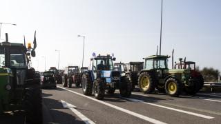 Στήνουν τα πρώτα μπλόκα οι αγρότες Λάρισας και Καρδίτσας
