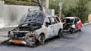 Πυρπόλησαν οχήματα της πρεσβείας της Ουκρανίας στη Φιλοθέη (pics)