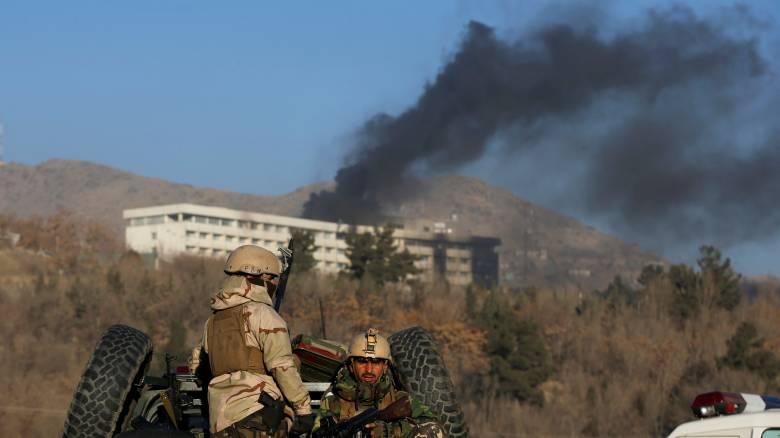 Λουτρό αίματος στην Καμπούλ: Πληροφορίες για 43 νεκρούς στην επίθεση στο ξενοδοχείο