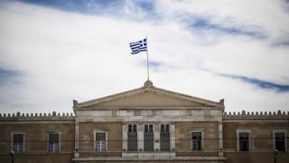 Πώς θα επανέλθει το ελληνικό χρέος σε βιώσιμη τροχιά σύμφωνα με την Κομισιόν