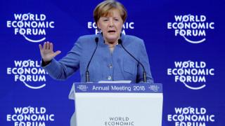 Μέρκελ στο Νταβός: Ο απομονωτισμός δεν είναι λύση στις οικονομικές προκλήσεις των χωρών