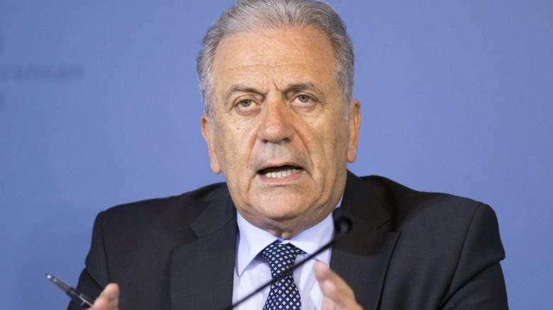Αβραμόπουλος: Απαράδεκτο κάποιες χώρες να μην δέχονται πρόσφυγες