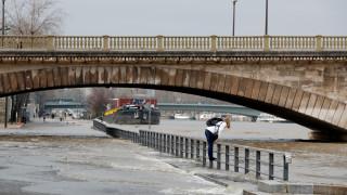 Ο Σηκουάνας πλημμύρισε, το Παρίσι βουλιάζει