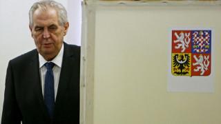 Επανεκλογή του Μίλος Ζέμαν στον προεδρικό θώκο της Τσεχίας