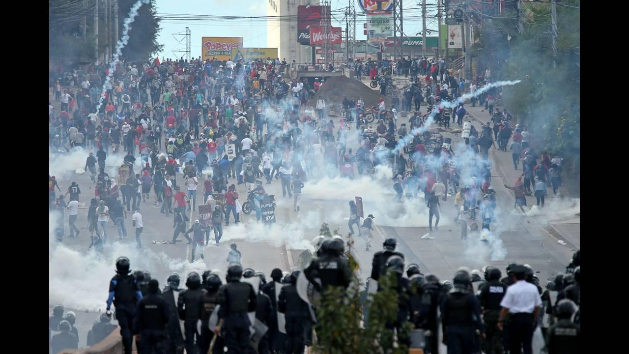 https://cdn.cnngreece.gr/media/news/2018/01/27/115206/photos/snapshot/2018-01-27T170607Z_768419922_RC18D36EA790_RTRMADP_3_HONDURAS-INAUGURATION-HERNANDEZ.JPG